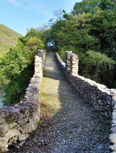 Il Ponte Attone e la dogana