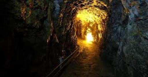 Dream's Cave Tour